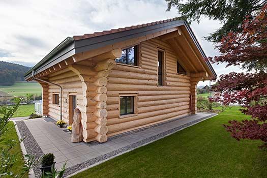 Sistema blockhaus a blocchi massicci o a tronchi for Case in legno stile americano
