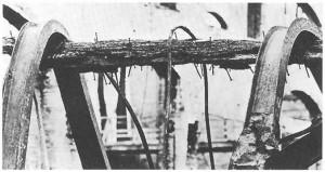 Trave in legno regge putrelle in acciaio dopo l'incendiio